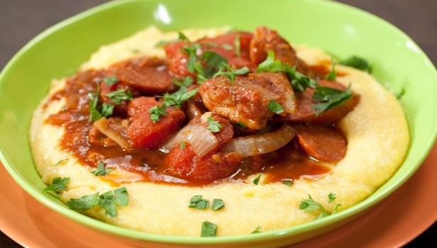 Κοτόπουλο με chorizo κοκκινιστό στο φούρνο