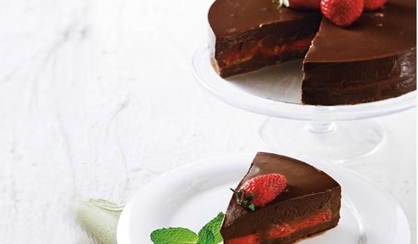 Τούρτα σοκολατίνα με φράουλες