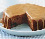 Κέικ με χουρμάδες και σάλτσα καραμέλας