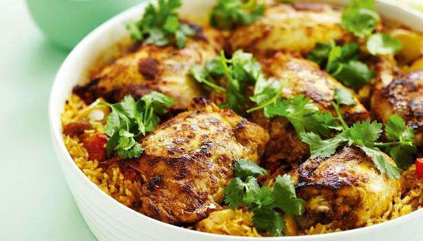 Ινδικό κοτόπουλο με κάρυ και ρύζι στο φούρνο