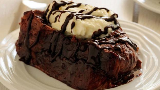 Γλυκό σοκολατένιο τόστ με τσουρέκι