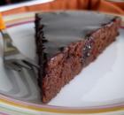 Υγρό κέικ σοκολάτας χωρίς αυγά, με γλάσο σοκολάτας