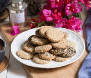 Μπισκότα με ταχίνι και καρύδια νηστίσιμα