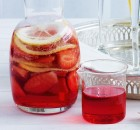 Punch φράουλας με αφρώδη οίνο