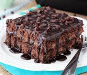 Μπισκοτένιο γλυκό ψυγείου με γέμιση μους και γκανάς σοκολάτας