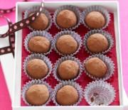 Πανεύκολα σοκολατένια τρουφάκια με 4 υλικά
