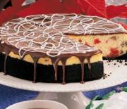 Cheesecake με κεράσια, μπισκοτένια βάση και γλάσο σοκολάτας