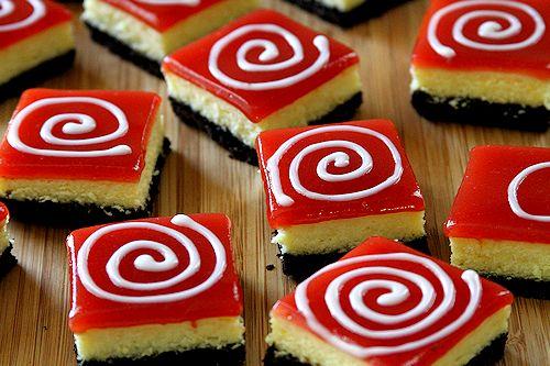 Cheesecake λεμονιού με μπισκοτένια βάση και επικάλυψη φράουλας