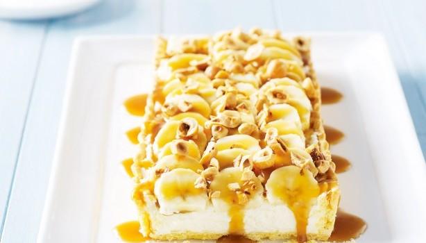 Τάρτα με κρέμα τυριού, μπανάνες και σάλτσα καραμέλας