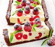 Τάρτα cheesecake με άρωμα λεμονιού και βατόμουρα χωρίς ψήσιμο