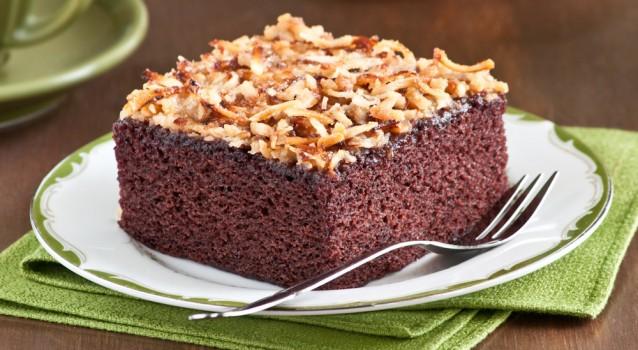 Κέικ σοκολάτας με επικάλυψη καραμελωμένης καρύδας