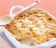 Πατάτες με ζαμπόν και τυρί σε κρεμώδη σάλτσα στο φούρνο