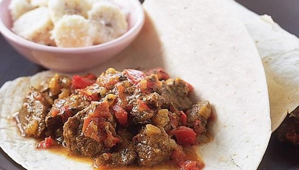 Πικάντικο αρνάκι με κάρυ και κύμινο σε σάλτσα ντομάτας
