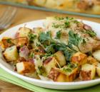 Κοτόπουλο με πατάτες και μοτσαρέλα στο φούρνο