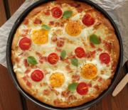 Εύκολη & πολύ γρήγορη Πίτσα με γραβιέρα, μπέικον και αυγά