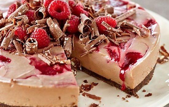 Cheesecake Toblerone με σμέουρα χωρίς ψήσιμο