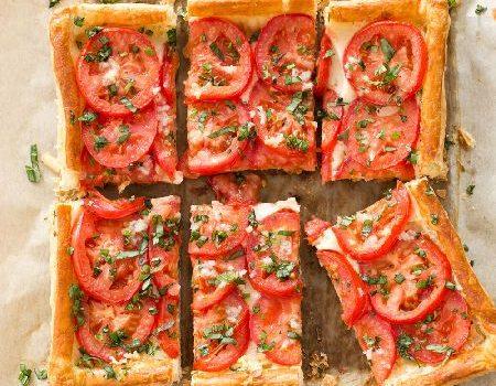 Πανεύκολη τάρτα ντομάτας με μοτσαρέλα
