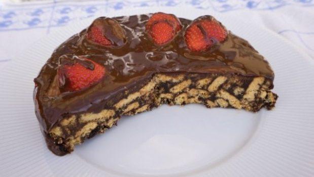 Μωσαϊκό με επικάλυψη σοκολάτας και φράουλες