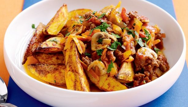 Πικάντικες πατάτες στο φούρνο με κιμά και μανιτάρια