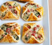 Υπέροχα πιτάκια με ζαμπόν, τυρί και σπανάκι