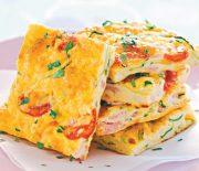 Φριτάτα με κολοκυθάκια, μπέικον και ντομάτα