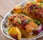 Τραγανό, σκορδάτο κοτόπουλο με πατάτες στο φούρνο