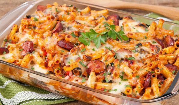 Πέννες με λουκάνικα και λαχανικά στο φούρνο
