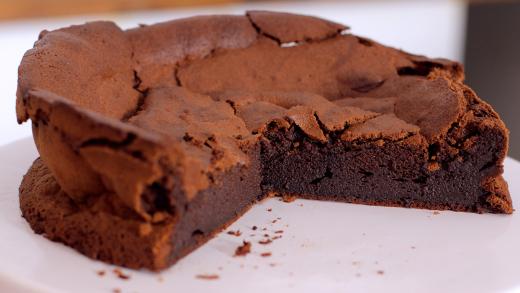 Κέικ σοκολάτας με 4 υλικά χωρίς αλεύρι (Video)