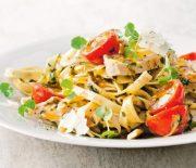 Φετουτσίνι με κοτόπουλο και βουτυράτη σάλτσα με σκόρδο και λεμόνι