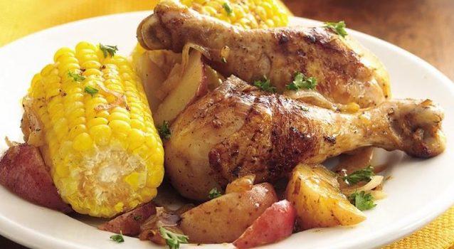 Κοτόπουλο με πατάτες και καλαμπόκι