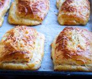 Μπριός με τυρί και ζαμπόν