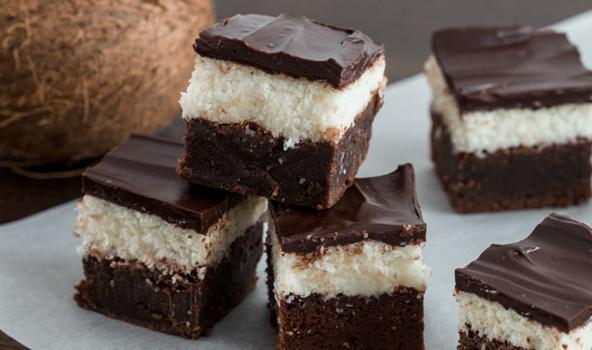 Βrownies με ινδική καρύδα και γκανάζ σοκολάτας (Video)