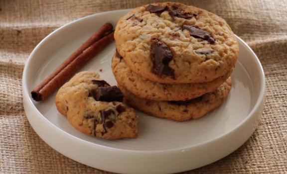 Μπισκότα με μέλι και κομμάτια σοκολάτας