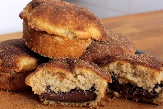 Muffins με κανέλα γεμιστά με Nutella (Video)