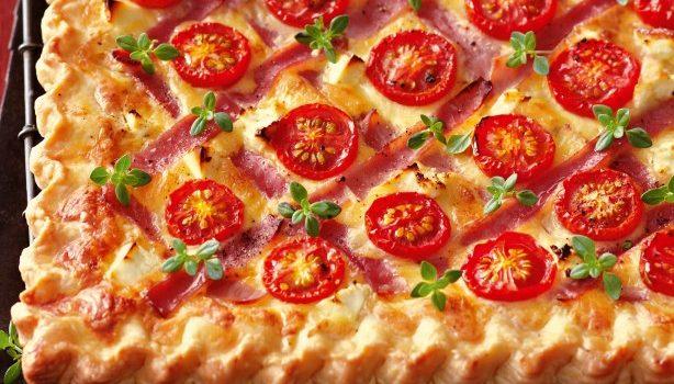 Τάρτα με τυρί, ζαμπόν και ντοματίνια