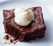 Σοκολατένιο κέικ με φρέσκα σύκα