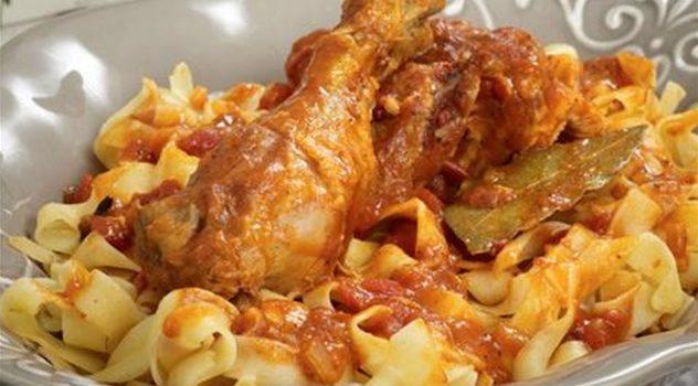Κοτόπουλο κοκκινιστό με χυλοπίτες
