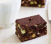 Πανεύκολο σοκολατένιο γλύκισμα ψυγείου με σύκα