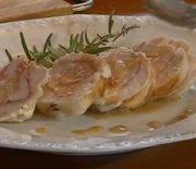 Κοτόπουλο ρολό γεμιστό με σάλτσα μουστάρδας