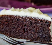 Σοκολατένιο κέικ με μπύρα και επικάλυψη κρέμας τυριού