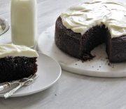 Τέλειο σοκολατένιο κέικ με μπύρα και επικάλυψη κρέμας τυριού