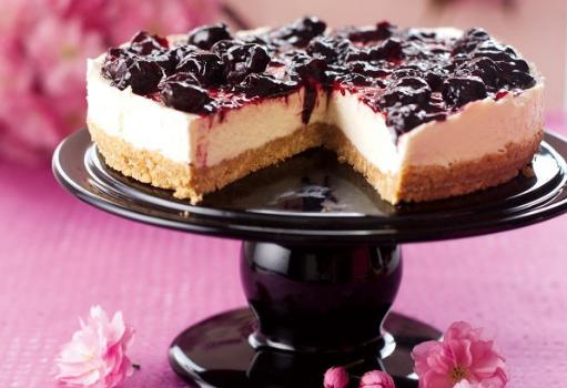 Το τέλειο cheesecake με γλυκό κουταλιού βύσσινο