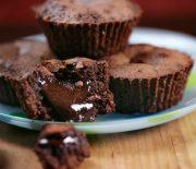 Babycakes με λιωμένη σοκολάτα