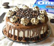 Σοκολατένια τούρτα με γέμιση Oreo cheesecake και ganache σοκολάτας