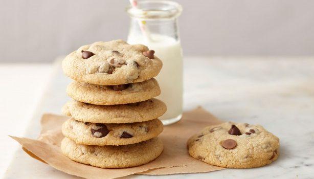 Πανεύκολα cookies με σταγόνες σοκολάτας