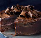 Κέικ σοκολάτας με γέμιση και κάλυψη σοκολατένιας ganache