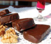 Καριόκες με μπισκότο και καρύδια