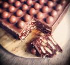 Πανεύκολο σοκολατένιο μπισκοτογλυκό ψυγείου με Maltesers