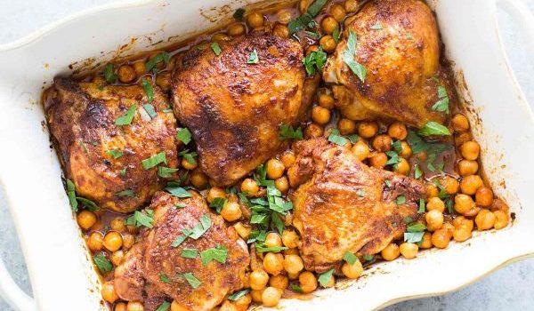 Κοτόπουλο με ρεβύθια και πάπρικα στο φούρνο