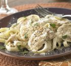 Φετουτσίνι με κοτόπουλο σε σάλτσα τυριού Αλφρέντο